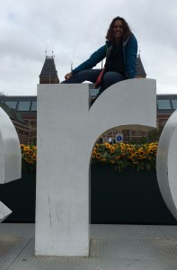 Rhonda Teeny sitting on the letter R in Amsterdam